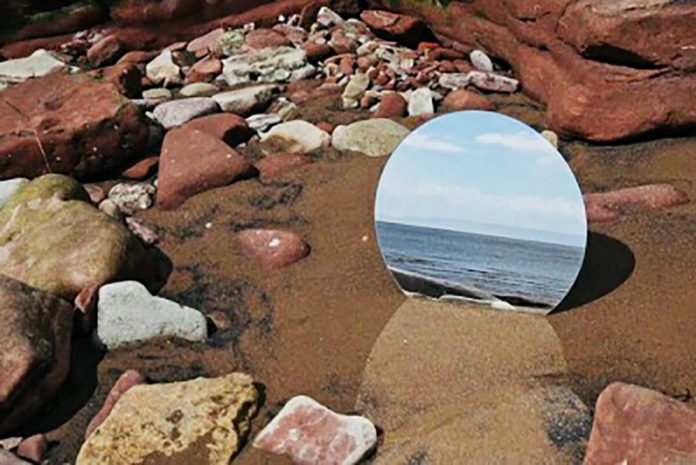 Plajdaki Aynayı Kim Kırdı